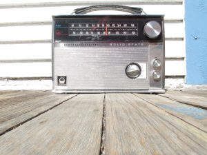 Classic old radio 1960s or 70s style | Foto by Robert Ashworth (CC BY 2.0)
